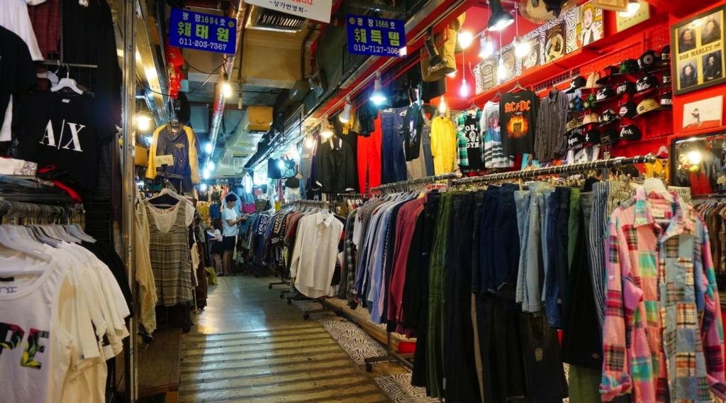 ブランド古着が集まる「クァンジャン市場クジェサンガ」